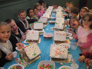 kids decorate gingerbread houses