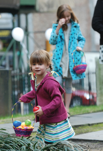 Kids hunt for Easter eggs at Trinity Church