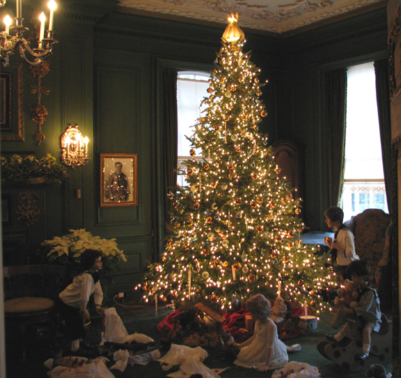 christmas tree at westbury house