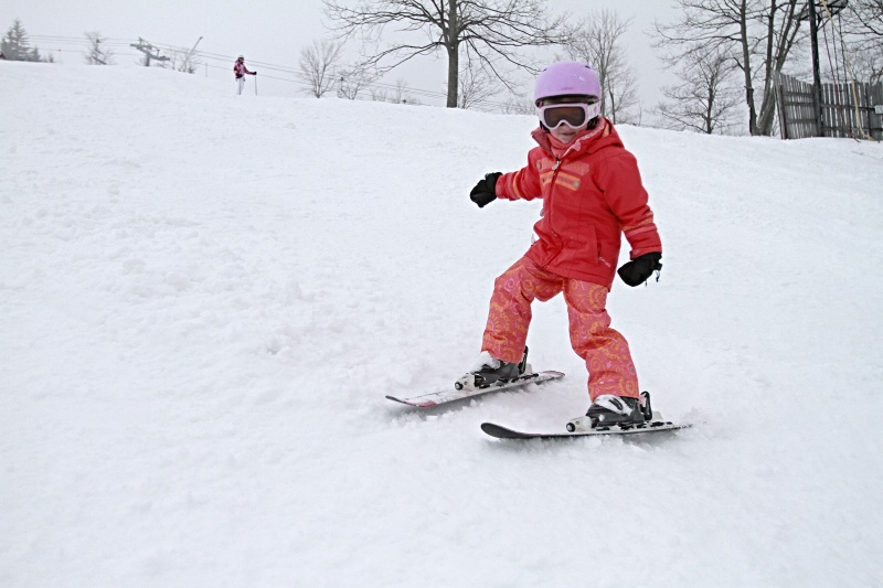 child_skiing