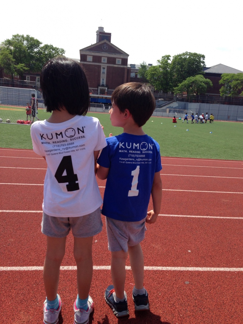 kids wearing kumon shirts