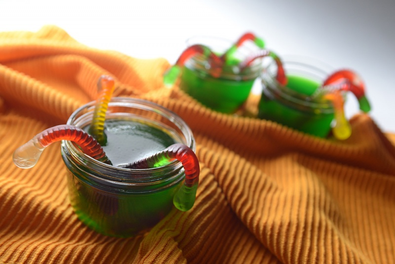 wormy Jell-O halloween cups