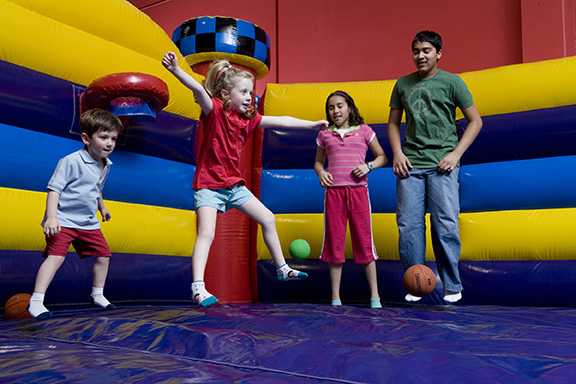 children bouncing at pump it up