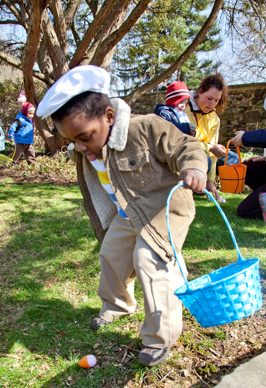 easter egg hunt at bartow-pell mansion museum
